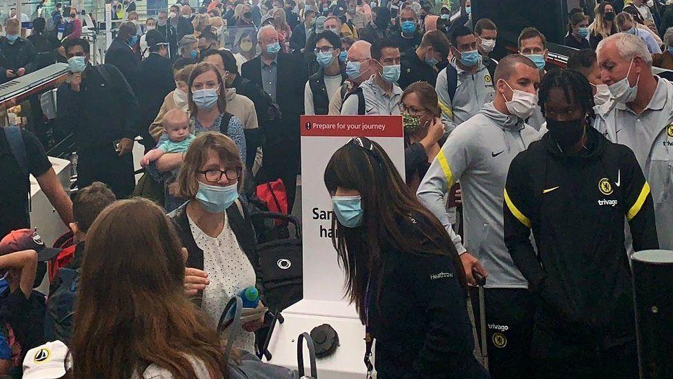 Heathrow's long queues blamed on self-isolating staff thumbnail