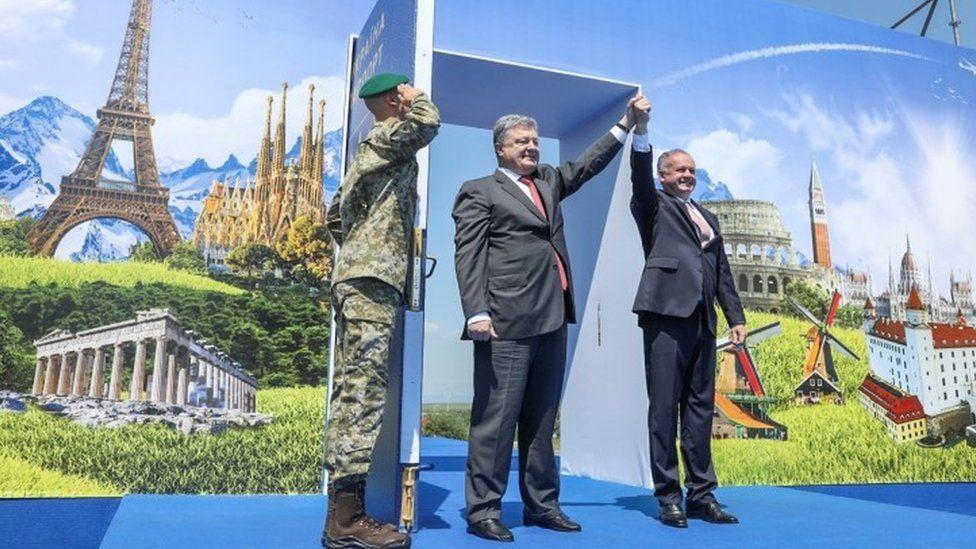 Ukrainian President Petro Poroshenko and Slovak President Andrej Kiska attend a ceremony dedicated to a visa-free regime with European Union (EU) which comes into force for Ukraine, in the town of Uzhgorod, Ukraine, June 11, 2017.