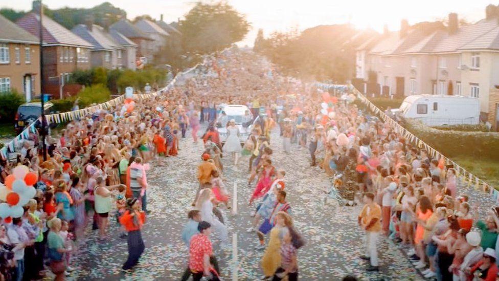 The street party scene on Deerlands Avenue