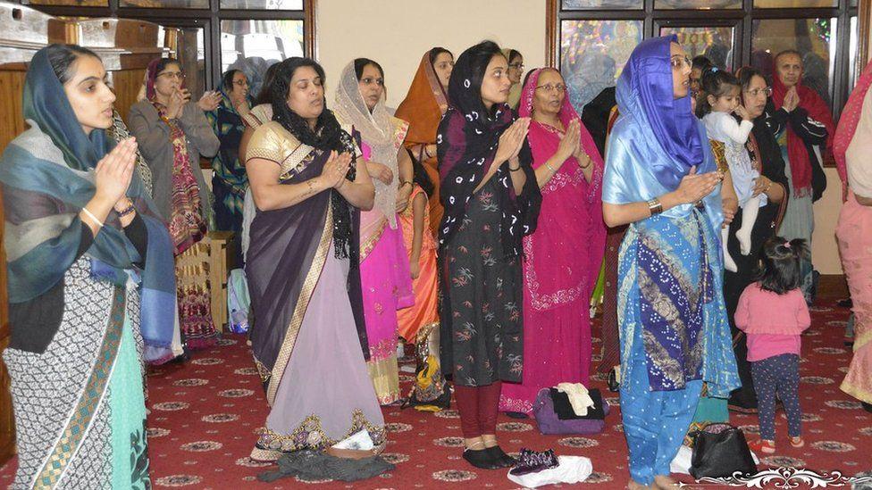 female Hindu worshippers