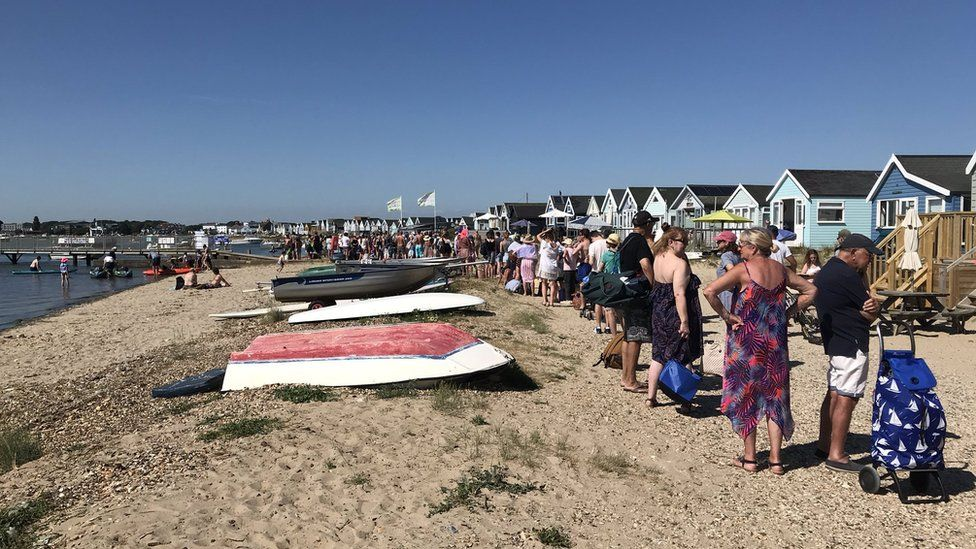 The queue for Mudeford ferry at 16:30 BST
