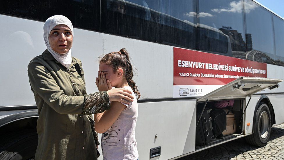 Syrians boarding a bus back to their home country in 2019