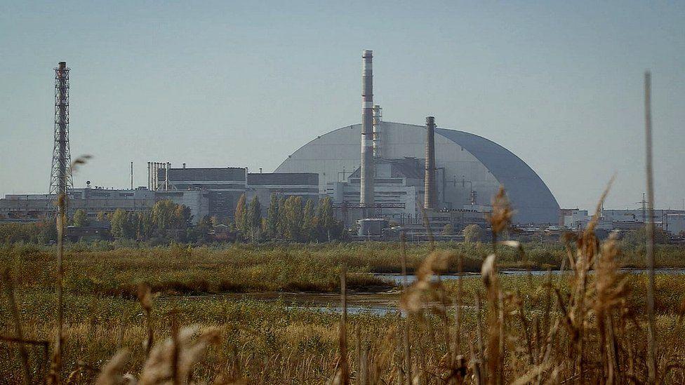 1986'da yanan reaktörün üzeri çelik zırhla kaplanmış durumda.