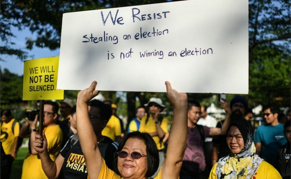 Woman joins a protest against alleged election irregularities in Kuala Lumpur, Malaysia (28 Mar 2018)