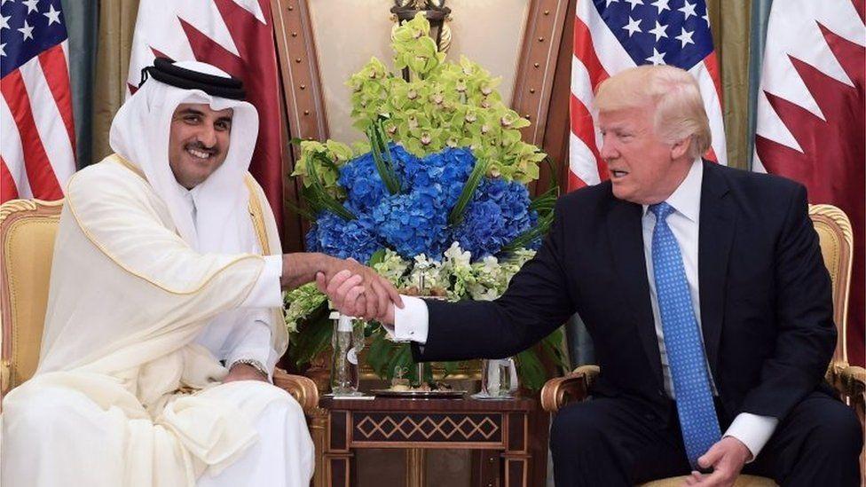 Qatar's Emir Sheikh Tamim bin Hamad Al Thani (left) and Donald Trump (21/05/17)