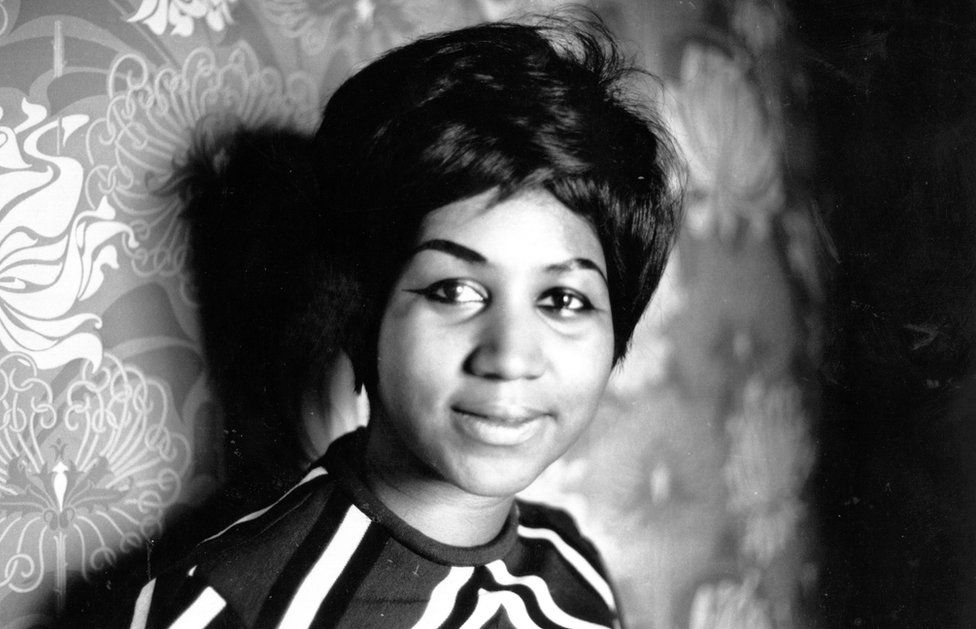 A black and white picture of a young Aretha Franklin taken in 1968