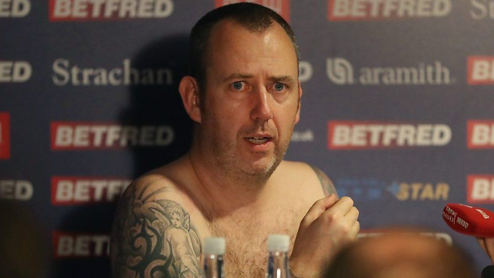Williams strips off to reveal all in press conference