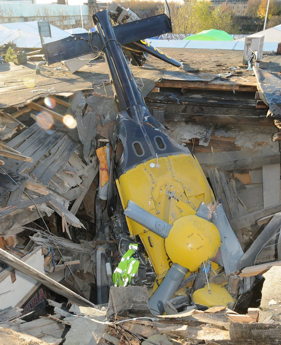 Helicopter lies on Clutha Bar