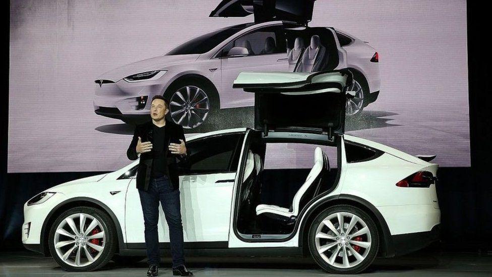 Cómo vendiendo tan pocos autos Tesla se convirtió en la compañía de vehículos a motor con mayor valor de mercado en Estados Unidos