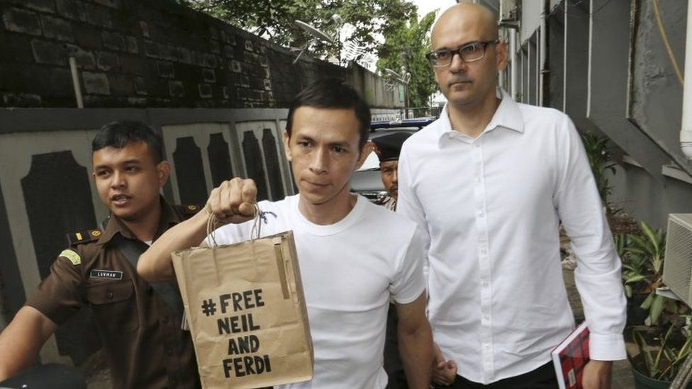 British-Canadian teacher Neil Bantleman (right) walks with Indonesian teaching assistant, Ferdinant Tjiong prior to the start of their trial at South Jakarta District Court in Jakarta (December 2014)