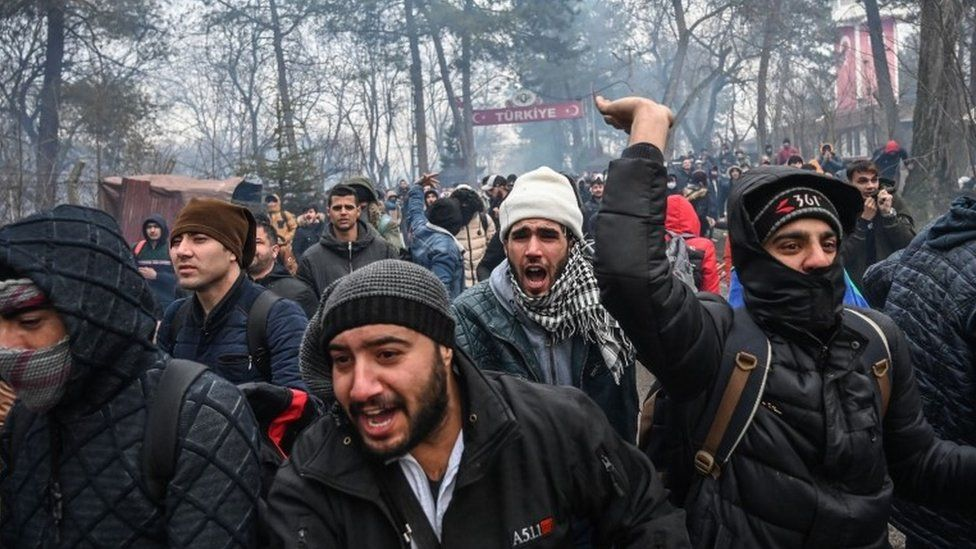 Migrants attempt to enter Greece