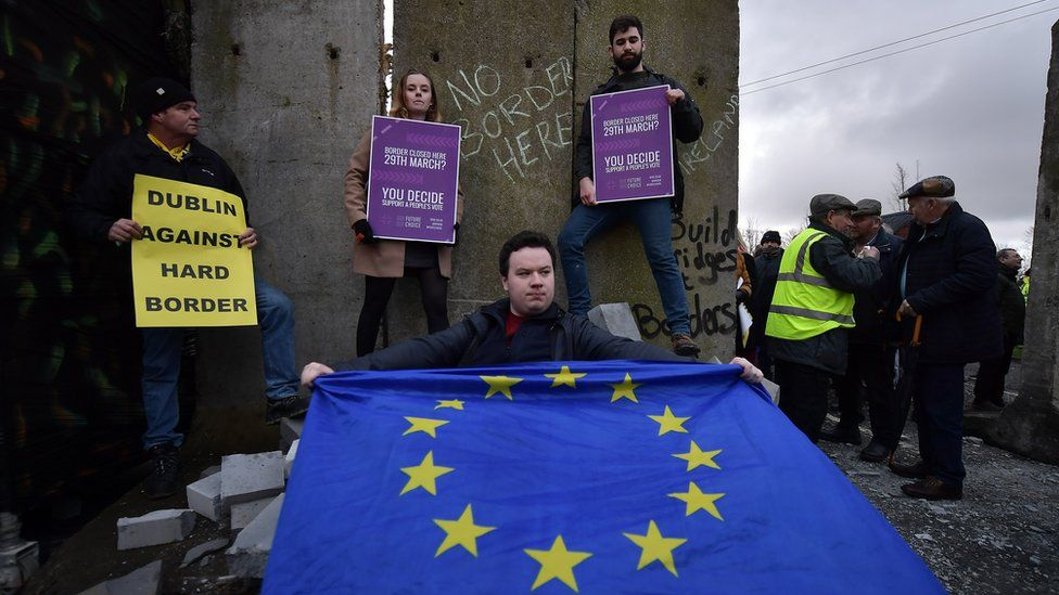 Anti-Brexit protesters at the Irish border