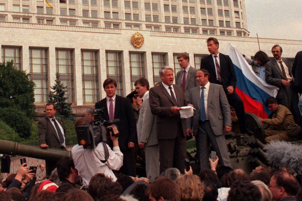 Russian leader Boris Yeltsin (centre) addressing protesters atop a tank outside the Russian parliament, Aug 1991