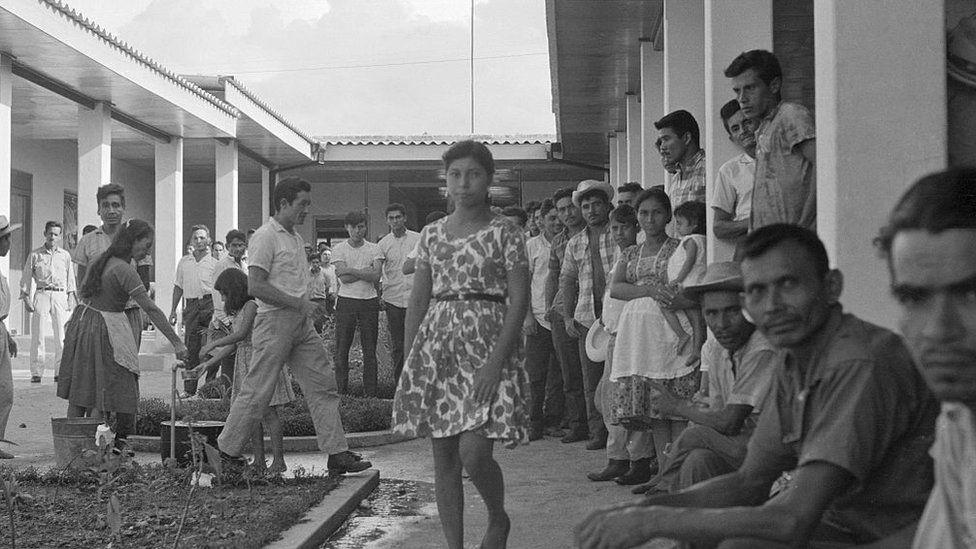 Salvadorans interned in Honduras