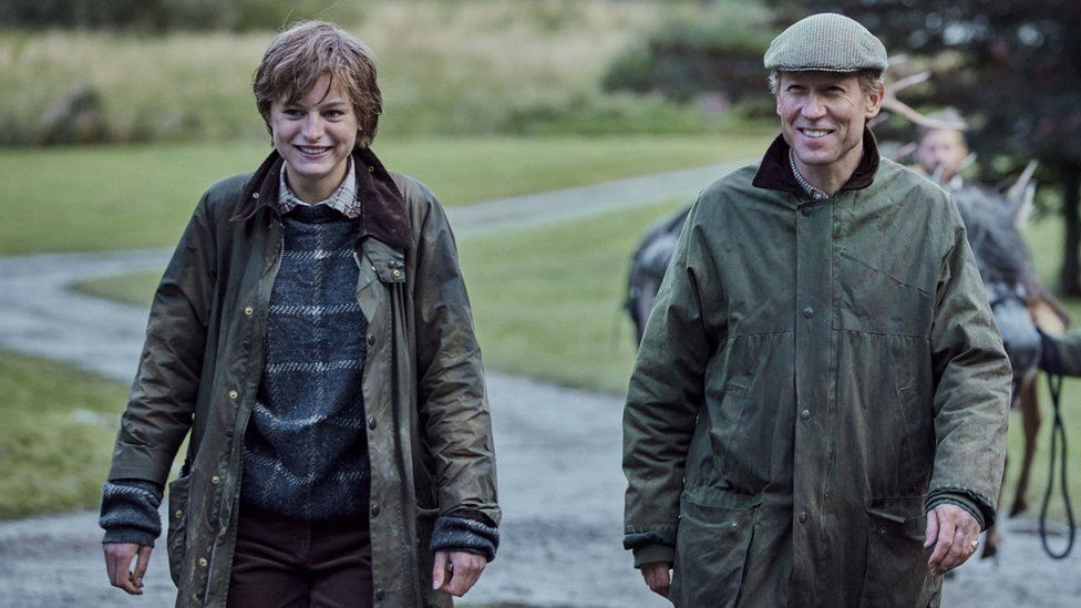 Emma Corrin and Tobias Menzies in The Crown