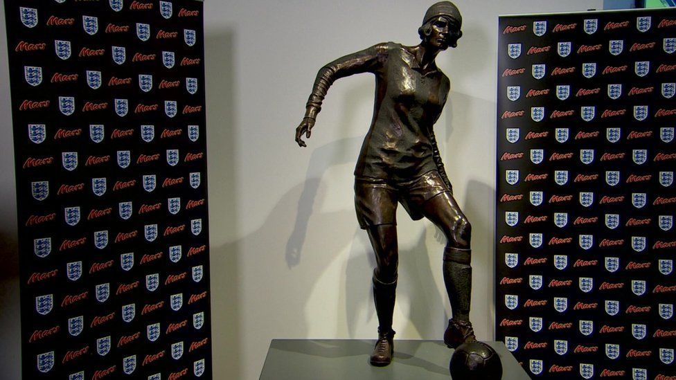 Lily Parr: First statue for woman footballer unveiled in Manchester - BBC  News