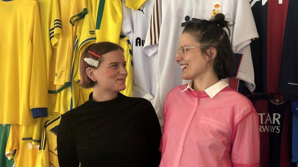 Josefin Eklund from Forza (left) and a trainer from Mensen