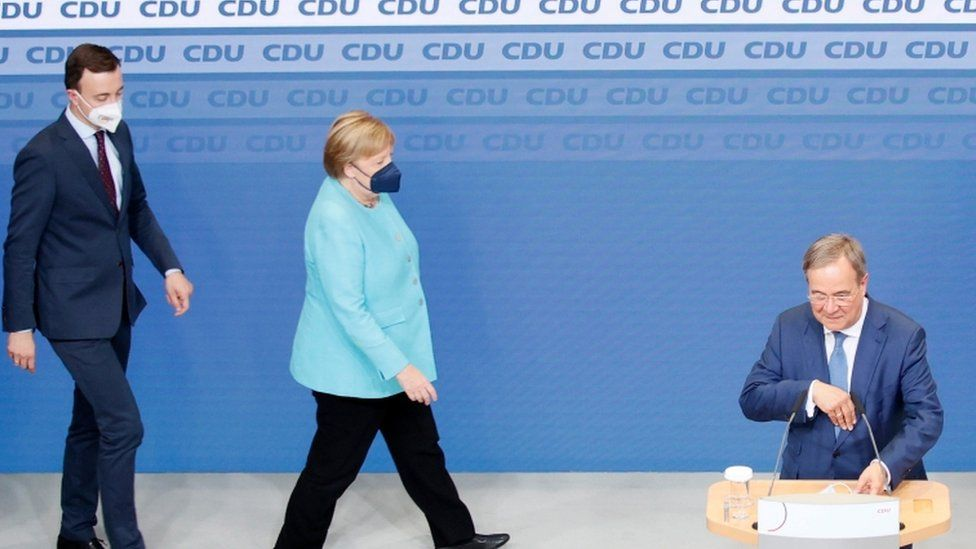 Angela Merkel approaches Armin Laschet on Sunday evening