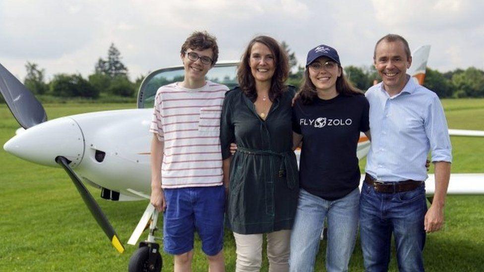 Zara Rutherford me prindërit dhe vëllain e saj