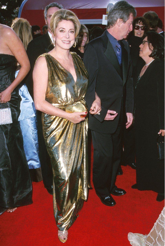 Золота сукня із оскарівської церемонії