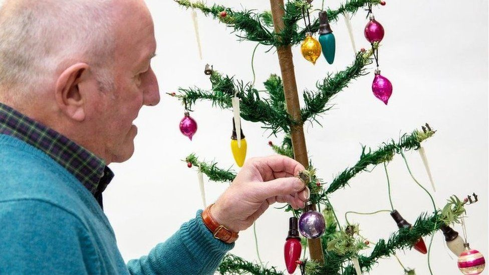 Christmas The World S Most Expensive Festive Tree And Other Costly Decorations Cbbc Newsround