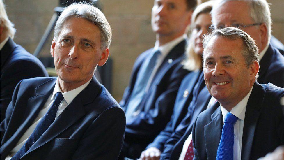 """بريطانيا """"تحتاج فترة انتقالية لمساعدة الشركات"""" بعد الخروج من الاتحاد الأوروبي"""