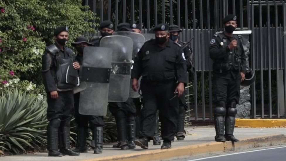 Authorities begin a raid at the home of opposition candidate for the Presidency, Cristiana María Chamorro Barrios, in Managua, Nicaragua, 02 June 2021.