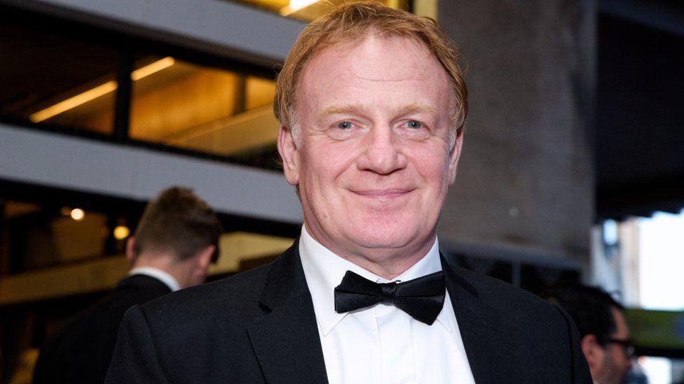 Yr actor gorau oedd Mark Lewis Jones am ei ran yn 'Yr Ymadawiad'