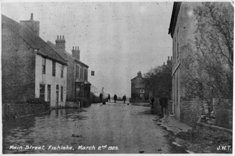 Fishlake during the floods of 1923, with a plank bridge providing access to the pub
