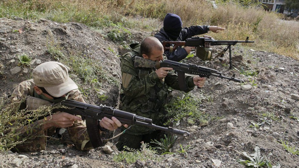 Rebels aim guns in Eastern Ukraine