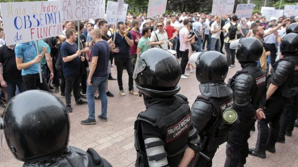 People protest in front of Moldova's parliament in Chisinau. Photo: 7 June 2019
