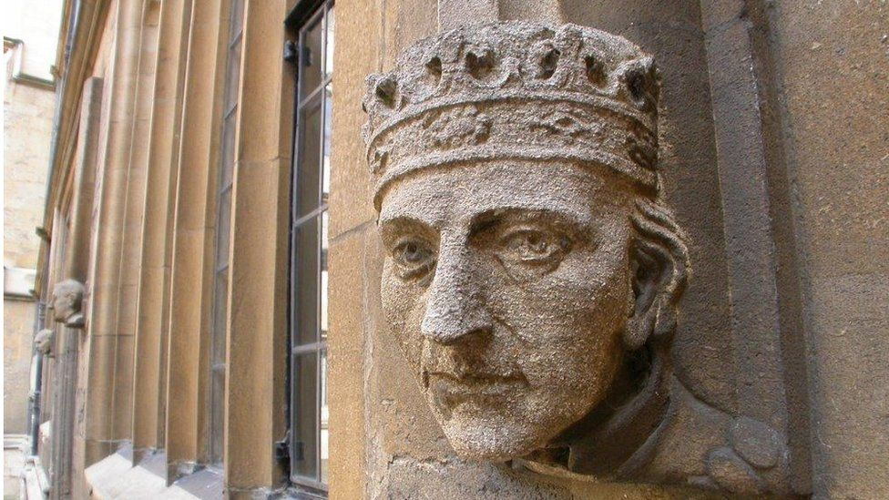 Oxford wall sculpture of king