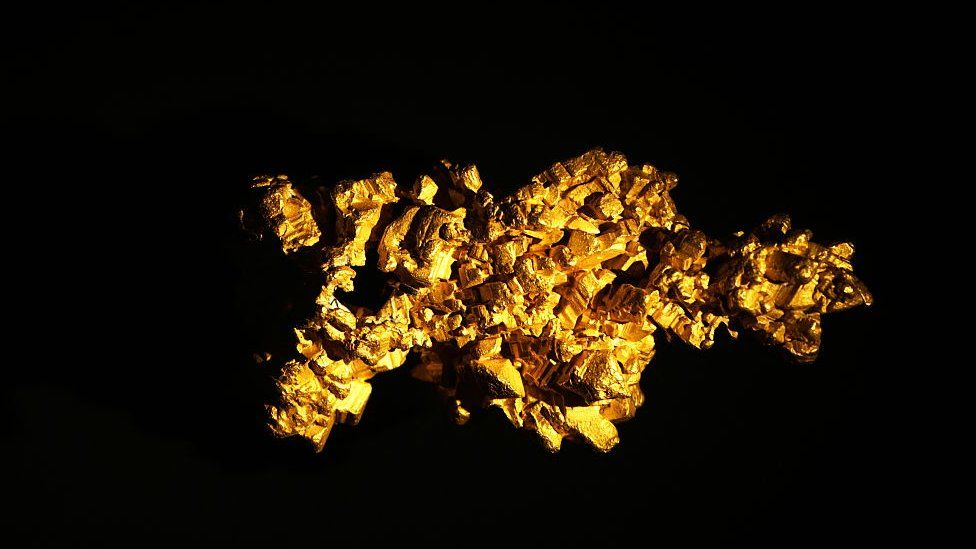 he Latrobe nugget, the largest clusters of cubic gold crystals currently known. Dated 19th Century
