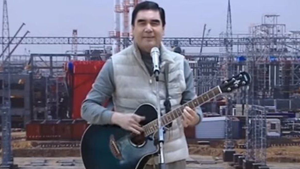 President Berdymukhamedov singing and playing the guitar