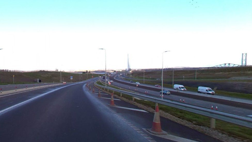 Road approaching Queensferry Crossing