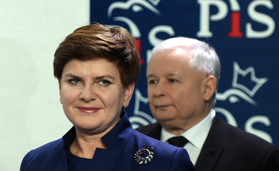 PiS leader Jaroslaw Kaczynski and Poland's Prime Minister Beata Szydlo (foreground), 9 Nov 15