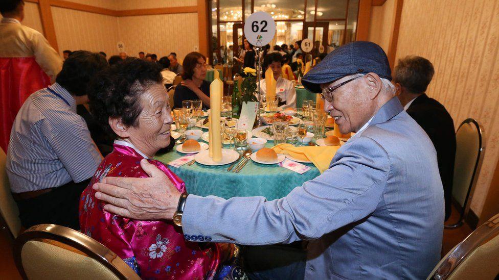 South Korean Lee Yong-seong (R) 95, meets with his North Korean niece Lee Sun-seon (L) 62, during the inter-Korean family reunions at Mount Kumgang resort, North Korea, 20 August 2018.