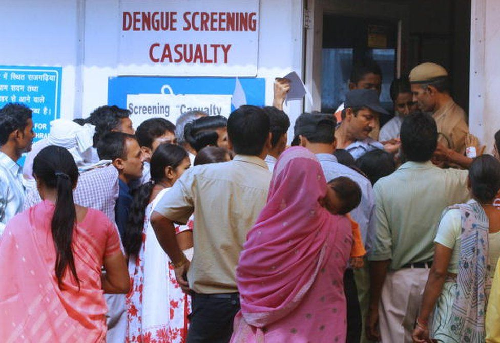 Indians queue to have their blood tested at a dengue screening ward at the All India Institute of Medical Sciences (AIIMS) hospital in New Delhi, 20 October 2006.