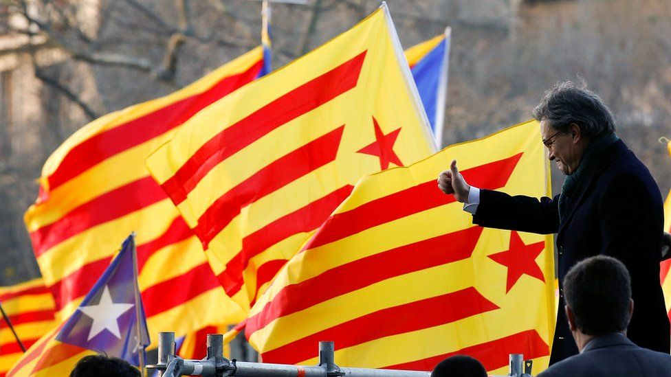 Catalan ex-president Artur Mas outside the court in Barcelona (6 Feb)