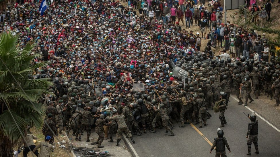 Several Guatemalan soldiers clash with Honduran migrants at a police control in the city of Chiquimula, Guatemala