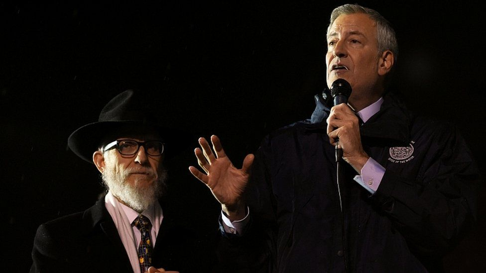 New York City Mayor Bill de Blasio (R) talks at Grand Army Plaza in solidarity with the victims of a stabbing at an Hasidic rabbi's home in Monsey, on December 28, 2019
