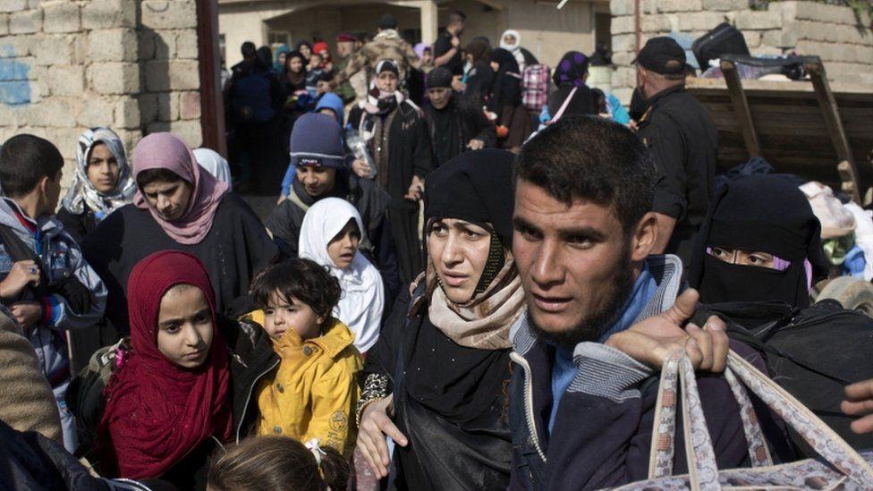 Civilians in Mosul's eastern Gogjali area