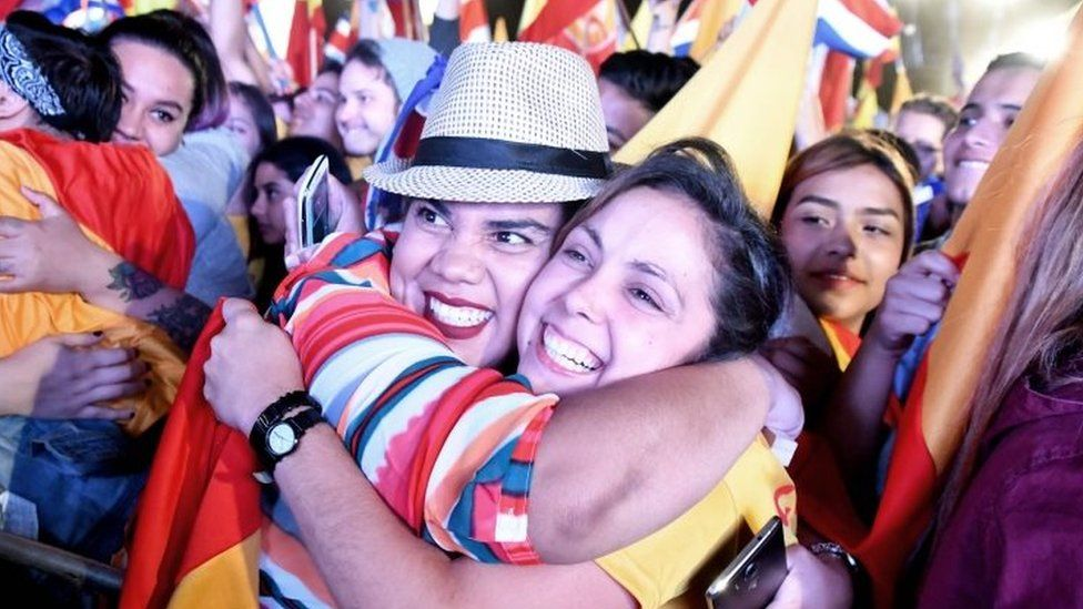 Supporters of the presidential candidate of Costa Rica's governing Citizen Action Party (PAC), Carlos Alvarado, celebrate in San Jose on April 01, 2018.