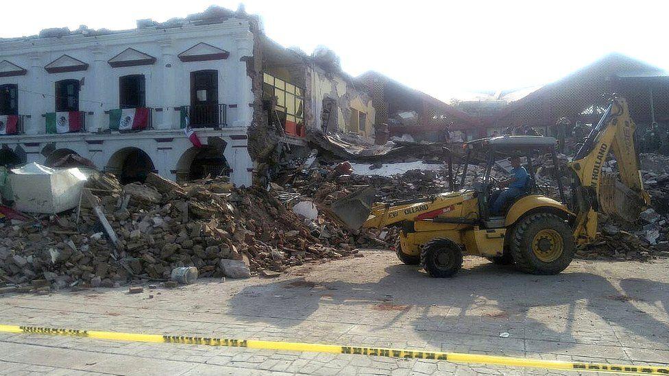 Damage to the municipal palace of Juchitán, Mexico, 8 September 2017