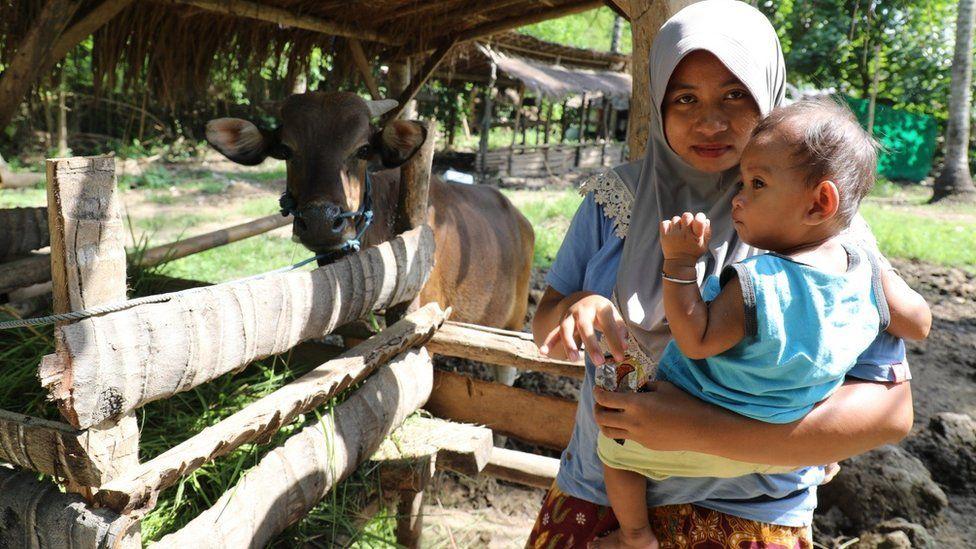 Warga Desa Kuta Endang Kurniati yang masih bertahan di bulan April