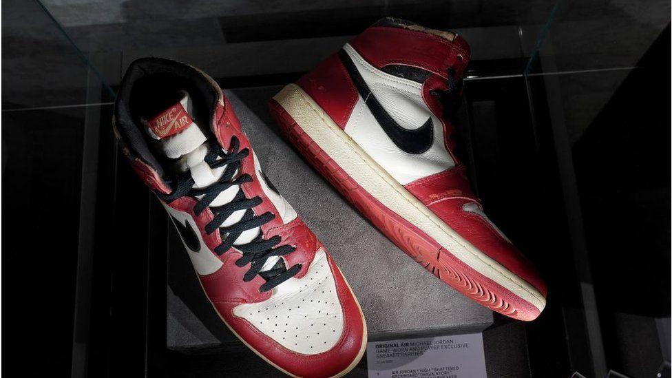 Michael Jordan: Rare trainers fetch $615,000 at auction - BBC News