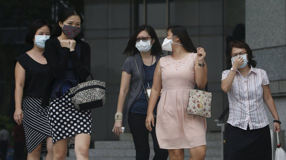 Office workers wear masks in Singapore (29 Sept 2015)