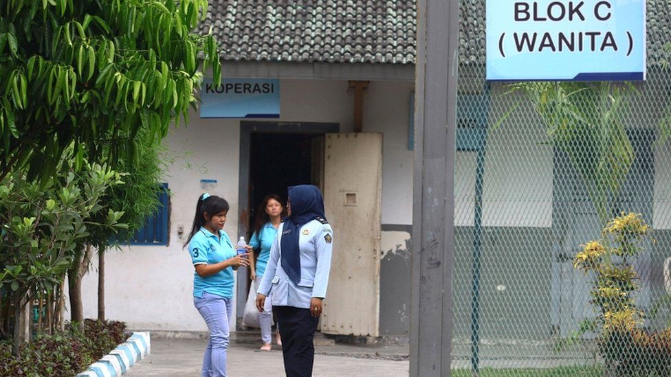A drug convict (L) speaks to an Indonesian official at a prison in Yogyakarta