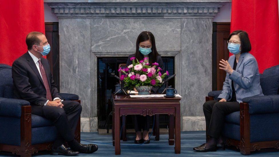 US Health Secretary Alex Azar (L) meets Taiwanese Tsai Ing-wen (L)