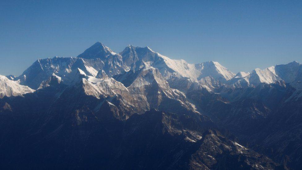 Mount Everest: Coronavirus reaches world's tallest peak thumbnail